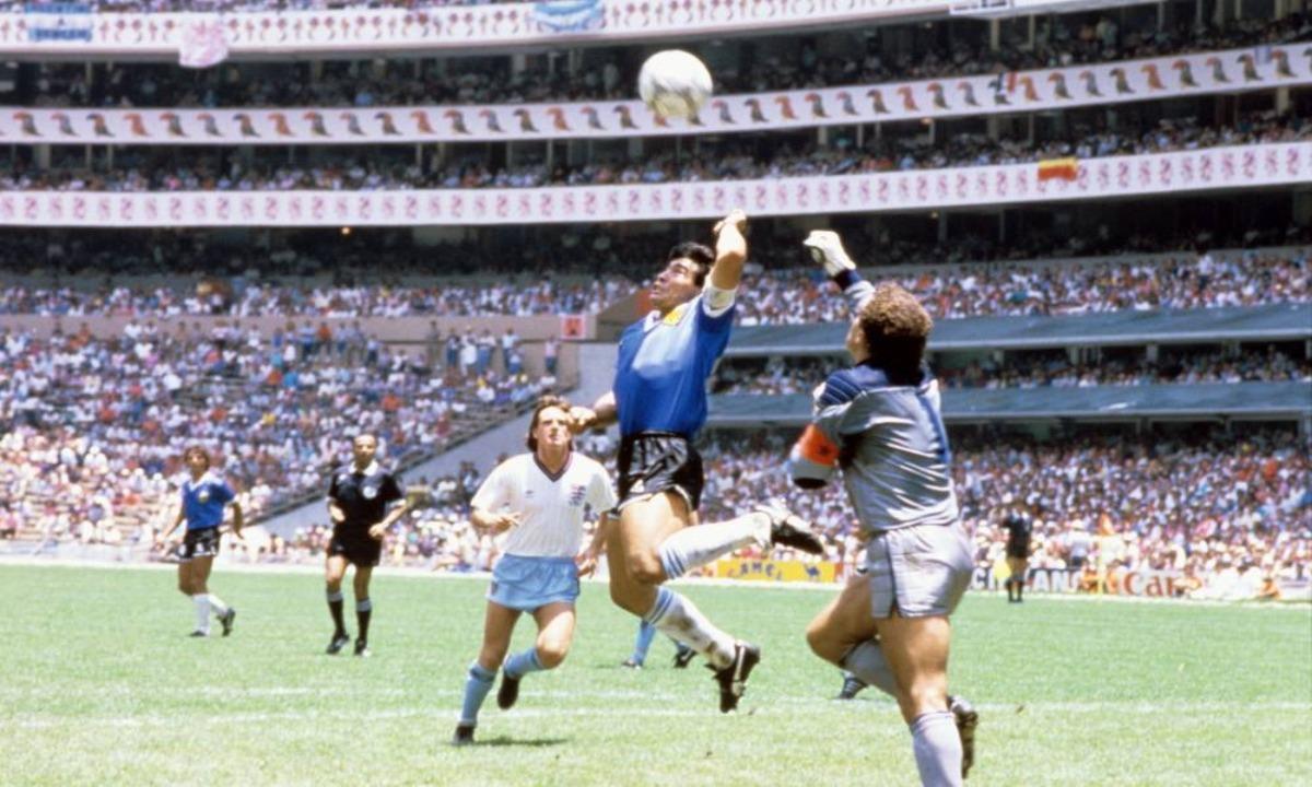 Μαραντόνα: «Για τα 60α μου γενέθλια, θέλω ένα γκολ στους Άγγλους με το δεξί μου χέρι»