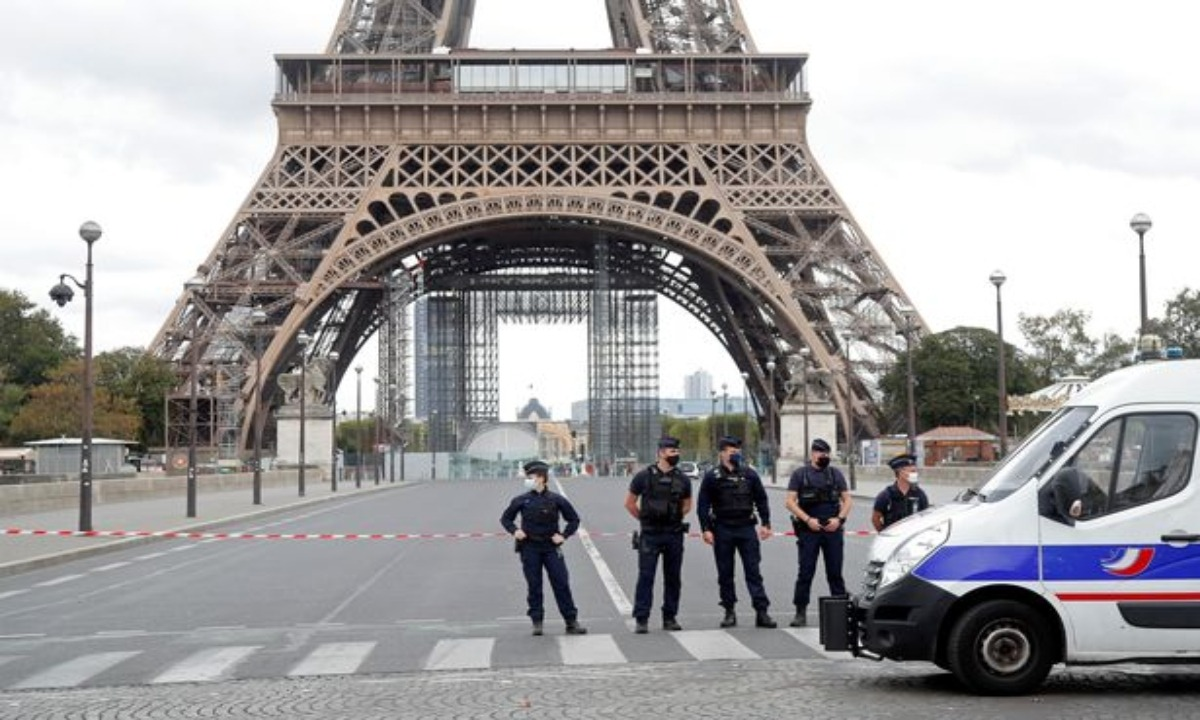 Ενοπλος αποκεφάλισε άνδρα στο Παρίσι φωνάζοντας «Αλλάχου Ακμπάρ»