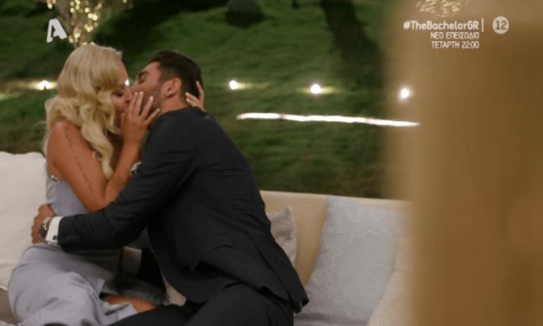 The Bachelor: Καυτό φιλί της Έλενας στον Παναγιώτη (vid)