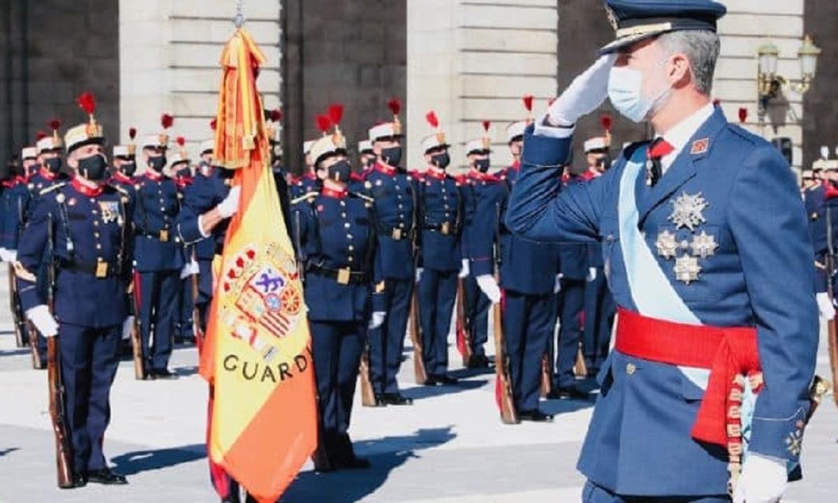 Στην Ισπανία έγινε στρατιωτική παρέλαση εδώ γιατί όχι;