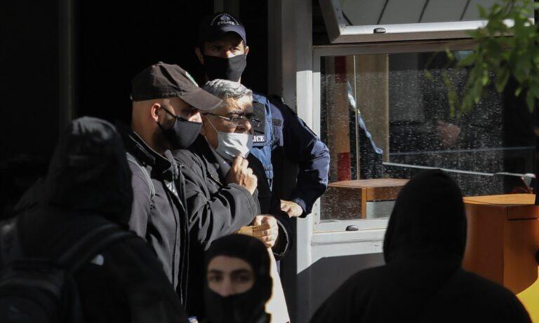 Χρυσή Αυγή: Έφτασαν στις Φυλακές Δομοκού οι καταδικασθέντες – Η διαδικασία που θα ακολουθηθεί (vid)