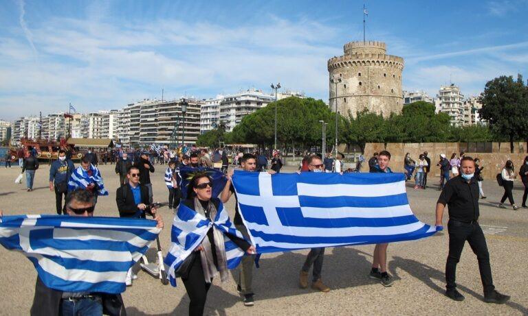 28η Οκτωβρίου: Παρά τις απαγορεύσεις οι Έλληνες τίμησαν το «ΟΧΙ» (vid)