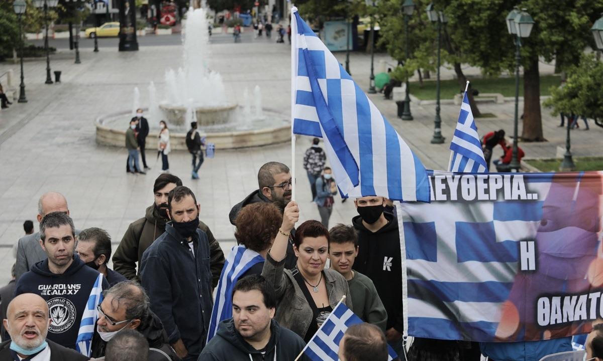 28η Οκτωβρίου: Επέτειος χωρίς παρελάσεις αλλά με την Ελληνική σημαία ψηλά (vids)