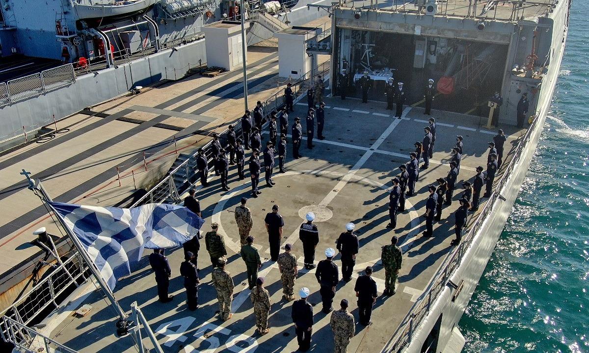 Ελληνοτουρκικά: Φρεγάτα του ΠΝ έριξε… πόρτα στο Oruc Reis! Η επίμαχη φωτογραφία