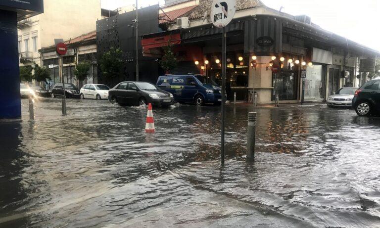Κακοκαιρία «Κίρκη»: Μετέτρεψε τους δρόμους σε «ποτάμια» μέσα σε 15 λεπτά! (vid)