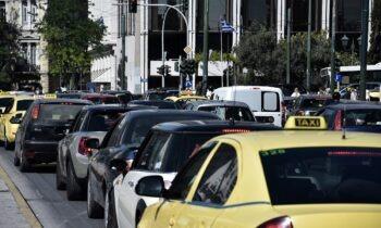Κακοκαιρία - Αθήνα: «Μποτιλιάρισμα» στους δρόμους - Πτώση δέντρου στις γραμμές του ηλεκτρικού