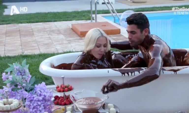The Bachelor: Βούτηξαν στην μπανιέρα με τη σοκολάτα και το Twitter πήρε φωτιά