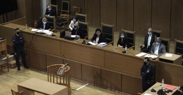 Δίκη Χρυσής Αυγής: Στη φυλακή ο Μιχαλολιάκος και η διευθυντική ομάδα. Δίκη Χρυσής Αυγής: Στη φυλακή οδηγούνται ο Μιχαλολιάκος και όλο...