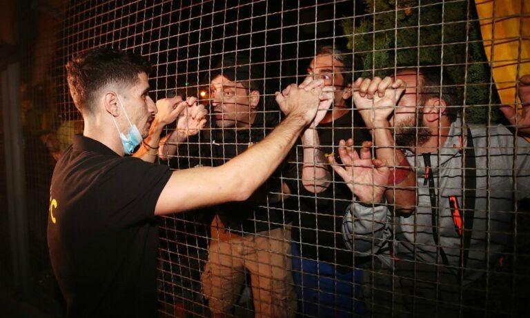 ΑΕΚ: Οπαδοί σε Μάνταλο -«Οδήγησε την ομάδα εσύ, μην μασάς και προχώρα»