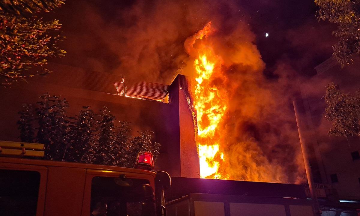 Φωτιά – Παλαιό Φάληρο: Τυλίχτηκε στις φλόγες μαγαζί εστίασης (pics)