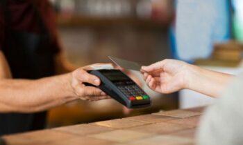 Μέχρι πότε θα επιτρέπεται να κάντε ανέπαφες συναλλαγές χωρίς PIN έως 50 ευρώ