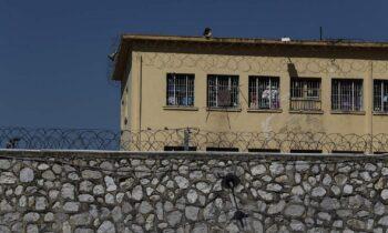 Χρυσή Αυγή: 17 Νοέμβρη και Μαζιώτης «απειλούν» τους Χρυσαυγίτες στις φυλακές