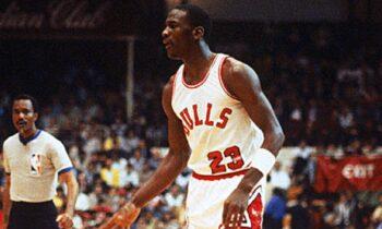 26/10/1984: Ο Μάικλ Τζόρνταν ντεμπουτάρει στο NBA - Το φύλλο αγώνα και το βίντεο