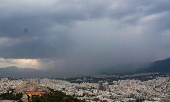 Καιρός 28/10: Νεφώσεις και σποραδικές καταιγίδες