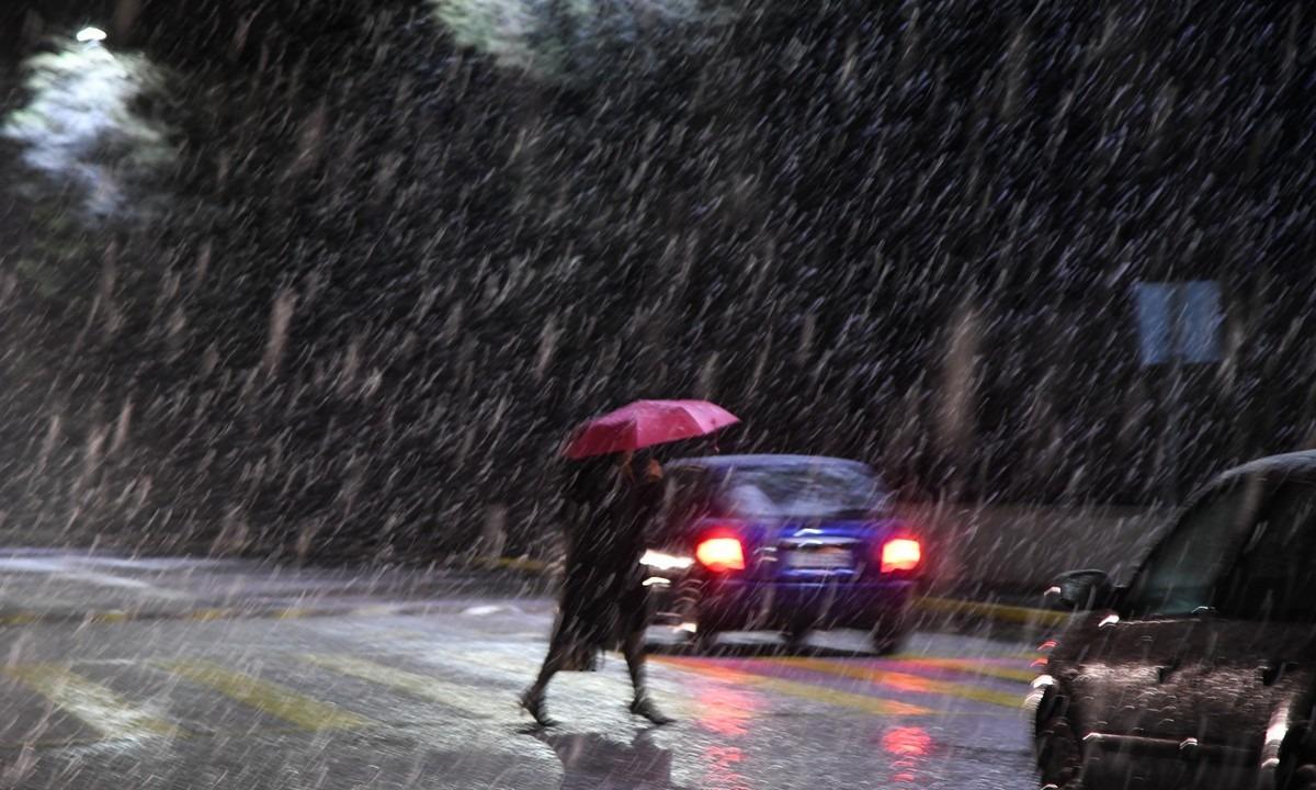 Καιρός 3/12: Νέα κακοκαιρία από Πέμπτη – Βροχές και χαμηλές θερμοκρασίες (vid)