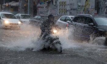 Καιρός (4/1): Νεφώσεις με ισχυρές βροχές και καταιγίδες