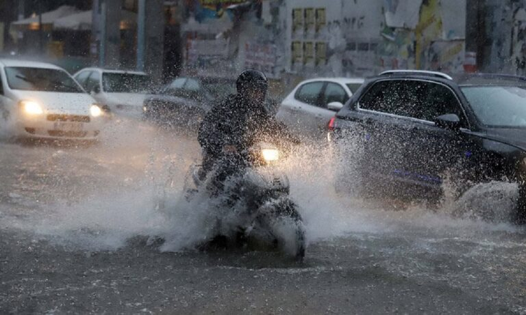 Κακοκαιρία: «Άνοιξαν» οι ουρανοί στην Αττική – Πλημμύρες σε πολλές περιοχές της χώρας (vids)