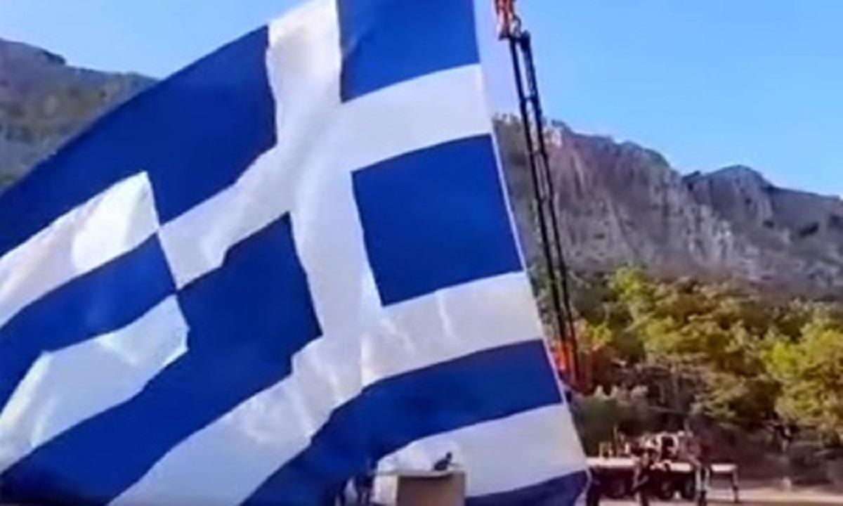 Το… τερμάτισαν οι Τούρκοι: «Πρόκληση η τεράστια ελληνική σημαία στο Καστελόριζο!» (vids)