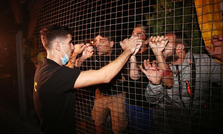 ΑΕΚ: Οπαδοί σε Μάνταλο: «Δεν πειράζει πάρε την ομάδα από το χέρι» (vid+pics)