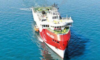 Oruc Reis: Τούρκοι βουλευτές θέλουν να ανέβουν το τουρκικό ερευνητικό για να εμψυχώσουν το προσωπικό του πλοίου.