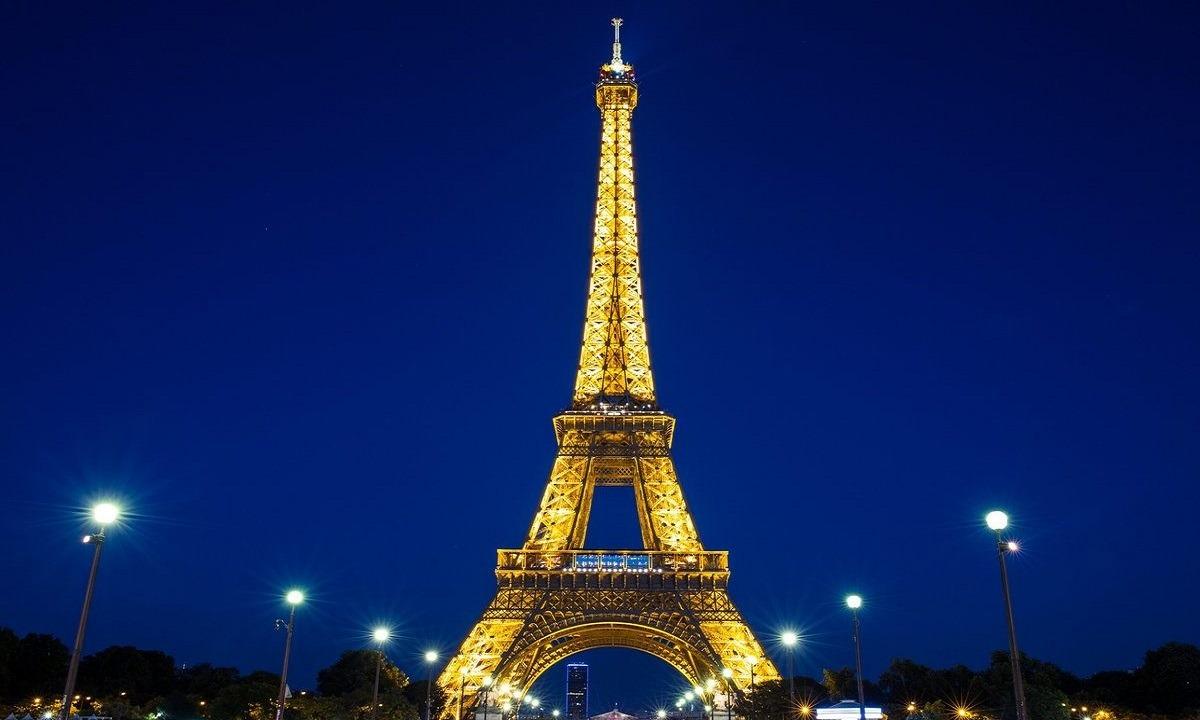 Γαλλία: Ο Μακρόν ανακοίνωσε απαγόρευση της κυκλοφορίας τη νύχτα στο Παρίσι