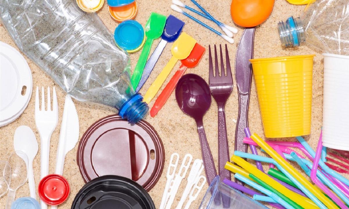 Πλαστικά μιας χρήσης: Τέλος καλαμάκια, ποτήρια, πιάτα – Έκπτωση σε όσους φέρνουν δικά τους!