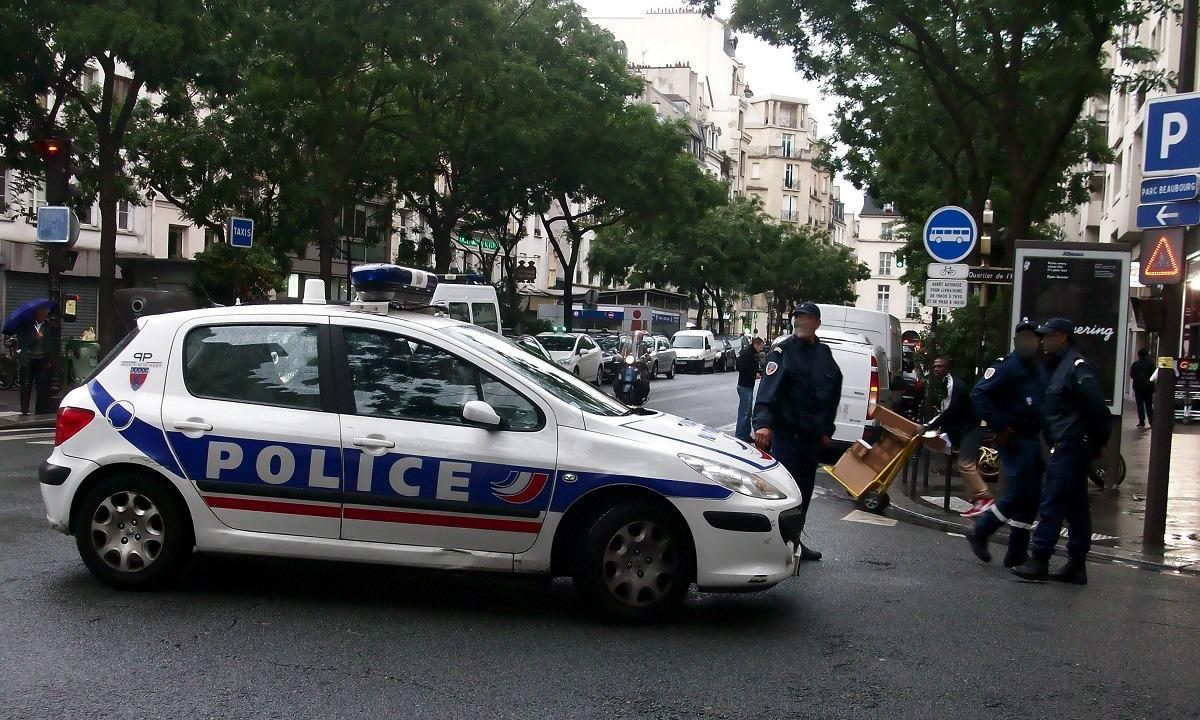 Παρίσι: Η στιγμή που η αστυνομία σκοτώνει τον δράστη της επίθεσης (vid)
