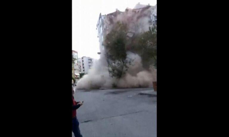 Σεισμός: Συγκλονιστικό βίντεο: Η στιγμή που πέφτει πολυκατοικία στην Τουρκία