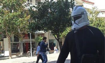 Κορονοϊός: Με μάσκα Star Wars έκανε βόλτες στις Σέρρες (pics)