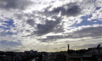 Καιρός 19/10: Σποραδικές καταιγίδες και πτώση της θερμοκρασίας