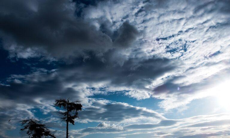 Καιρός 15/10: Αίθριος με νεφώσεις και τοπικές βροχές
