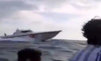 Τουρκία: Βίντεο που κάνει τον γύρο του διαδικτύου δείχνει πλοιό με πρόσφυγες να... οδηγείται από την τουρκική ακτοφυλακή στην Ελλάδα.