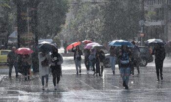 Καιρός (3/1): Νεφώσεις, βροχές και σποραδικές καταιγίδες