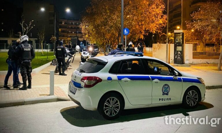 Θεσσαλονίκη: Ένταση και ρίψη αντικειμένων σε αστυνομικό έλεγχο σε νεαρούς