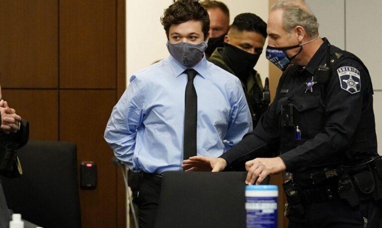 ΗΠΑ: Ελεύθερος με εγγύηση ο 17χρονος Αμερικανός που σκότωσε δύο διαδηλωτές στο Ουισκόνσιν