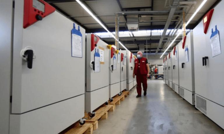 Κορονοϊός-Γερμανία: Έτοιμα τα «σούπερ ψυγεία» που μεταφέρουν τα εμβόλια
