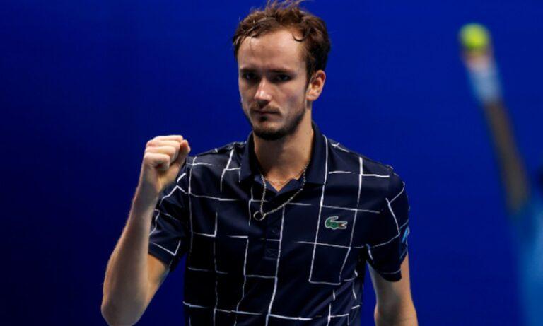 ATP Finals: Στα ημιτελικά ο Μεντβέντεφ που επιβλήθηκε του Τζόκοβιτς