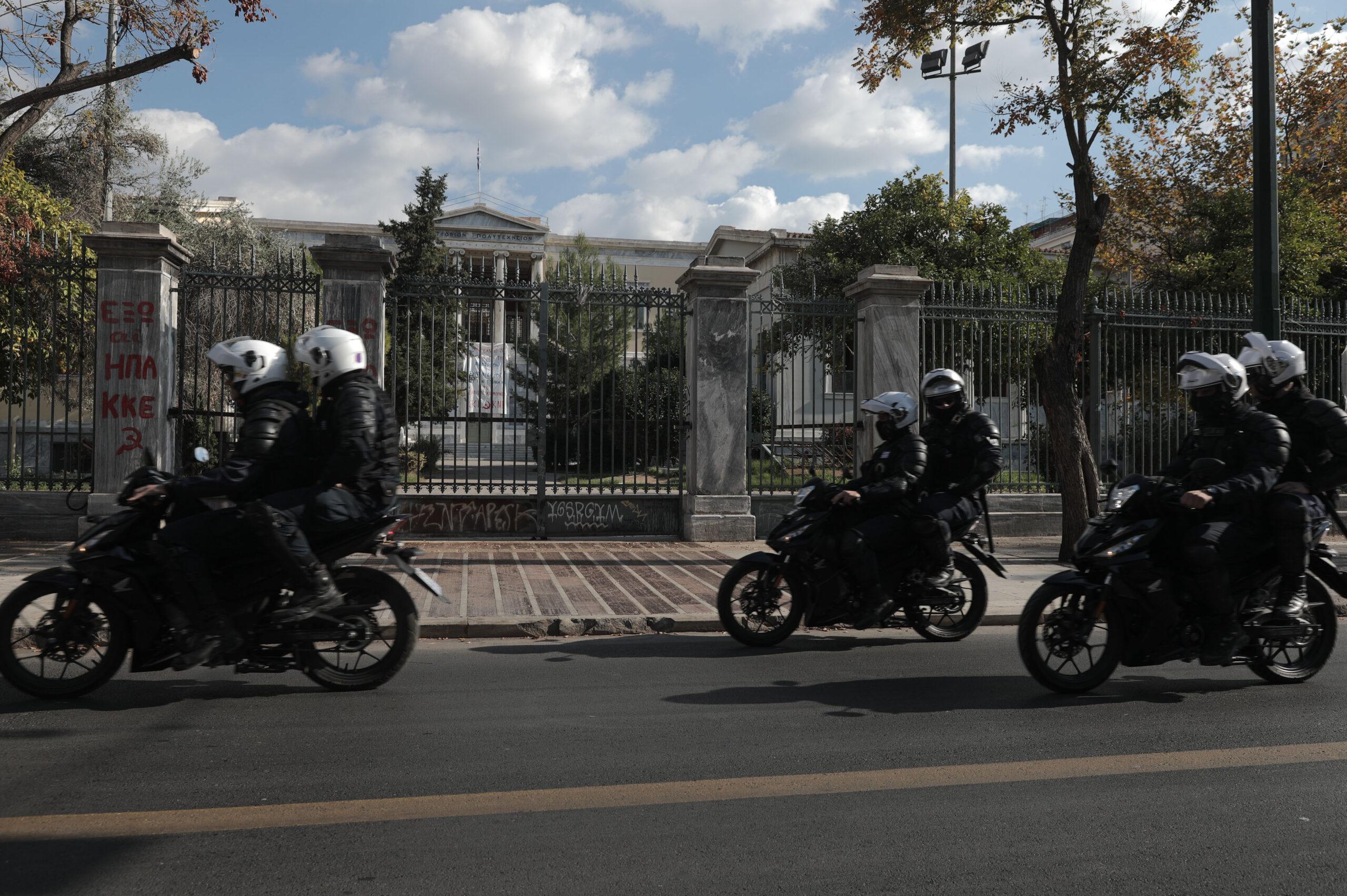 #Χρυσοχοιδη_παραιτήσου : Αστυνομικές αυθαιρεσίες και απαγόρευση συναθροίσεων με αφορμή την 17 Νοέμβρη