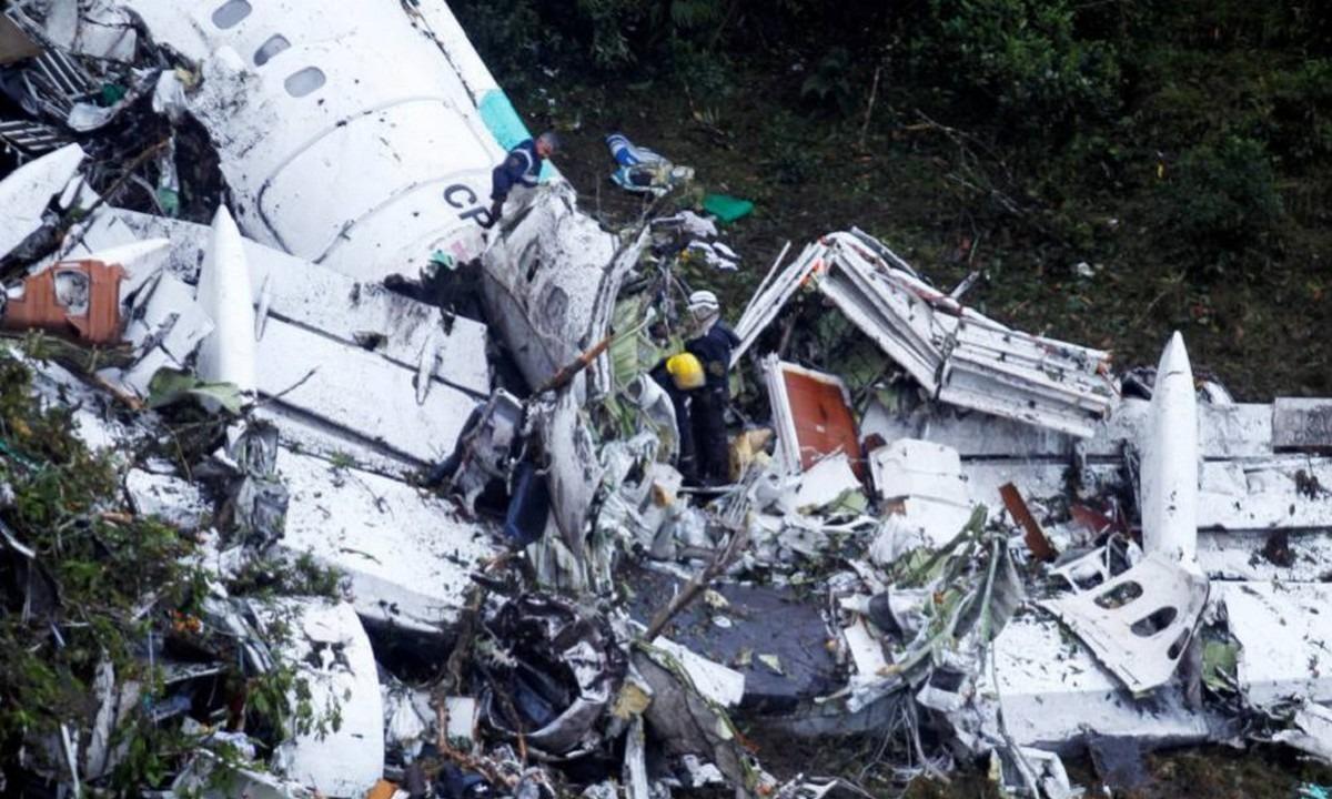 28 Νοεμβρίου: Πέφτει το αεροπλάνο που μεταφέρει την αποστολή της Σαπεκοένσε (pics-vids)