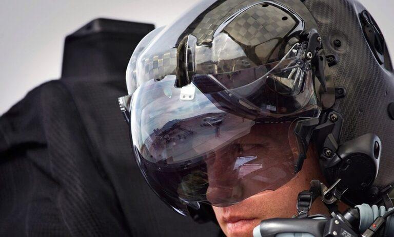 F-35: 400.000 δολάρια κάνει μόνο το κράνος του πιλότου που ο οδηγεί