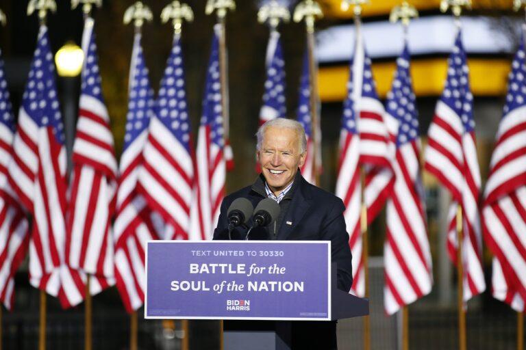 Τι σημαίνει ενδεχόμενη νίκη Τζο Μπάιντεν για τις επιχειρήσεις, τις φαρμακευτικές, τις βιομηχανίες και τα ΜΜΕ