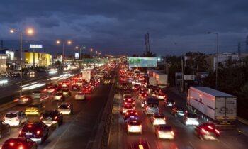 Εθνική Οδός: Απίστευτο! Πόσες χιλιάδες αυτοκίνητα πέρασαν τα διόδια (vid)