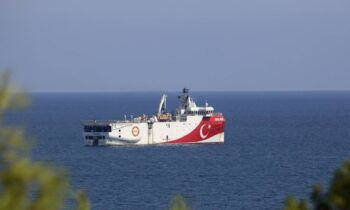 Oruc Reis: Ανήσυχοι είναι στο τουρκικό επιτελείο αναφορικά με τις κινήσεις της Ελλάδας για την αντιμετώπιση της νέας παράνομης τουρκικής ΝΑVTEX νότια του Καστελόριζου.