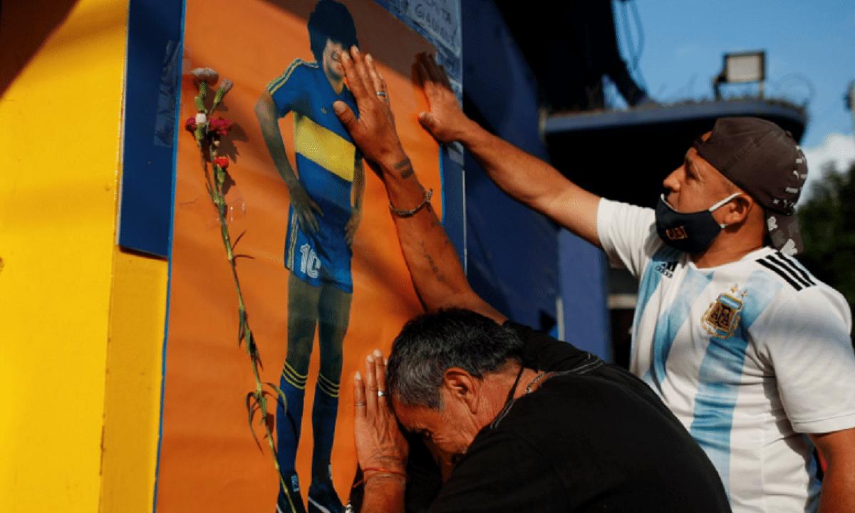 Ντιέγκο Μαραντόνα: Χαμός στο «Λα Μπομπονέρα» – Χιλιάδες κόσμος στους δρόμους κλαίει για τον Αργεντινό (pics+vid)