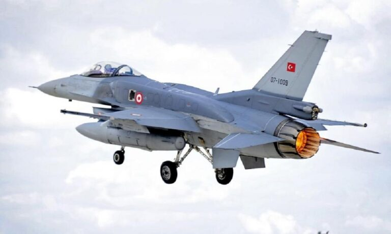 «Σφάζονται» μεταξύ τους οι Τούρκοι: Ισόβια κάθειρξη σε 25 πιλότους για την απόπειρα πραξικοπήματος