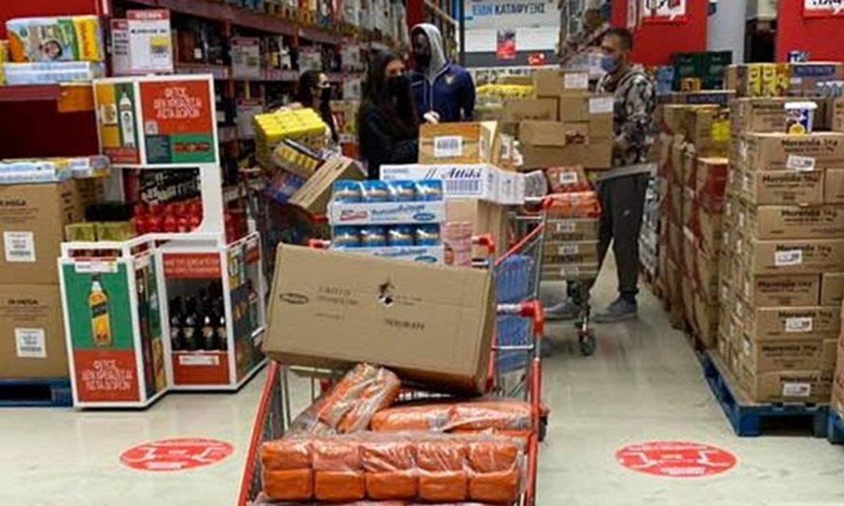 Αντετοκούνμπο: «Άδειασε» ένα σούπερ μάρκετ για να μοιράσει τρόφιμα στα Σεπόλια (pics)