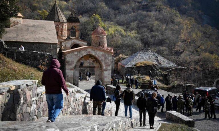 Ναγκόρνο Καραμπάχ: Το απόλυτο σοκ για τους Αρμένιους – Ξεθάβουν τους νεκρούς τους (vids)