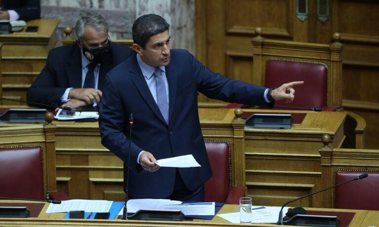 Ξέφυγε ο Αυγενάκης στη Βουλή: «Τι θέλετε να πείτε; Ότι κ@λ@βαράνε οι υπάλληλοι του υπουργείου;»