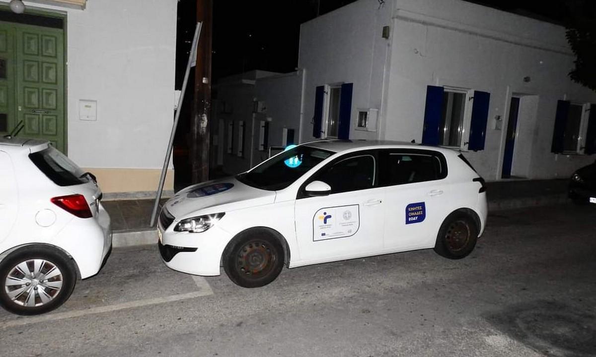 Σύρος: ΑμεΑ κατήγγειλε πως αυτοκίνητο με σήμα του ΕΟΔΥ παρκάρει παράνομα