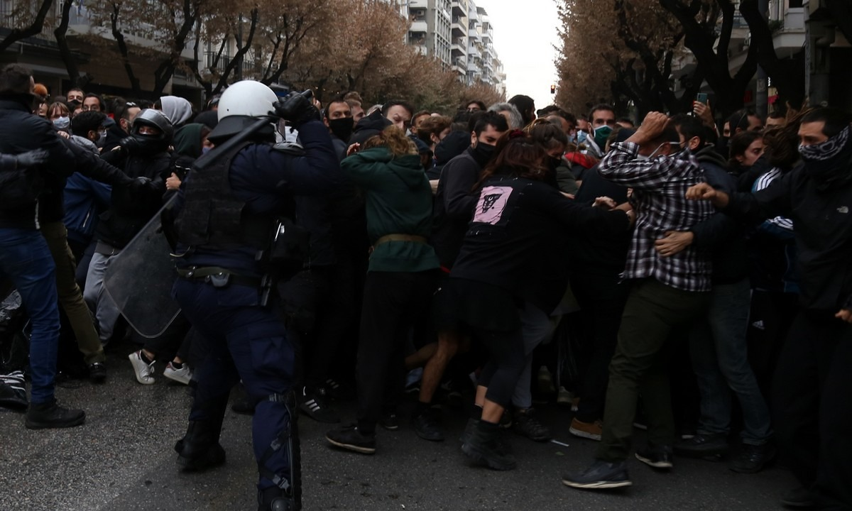 Συμπλοκές σε σταθμό Λαρίσης και Σεπόλια – Πάνω από 100 προσαγωγές σε όλη την Αθήνα